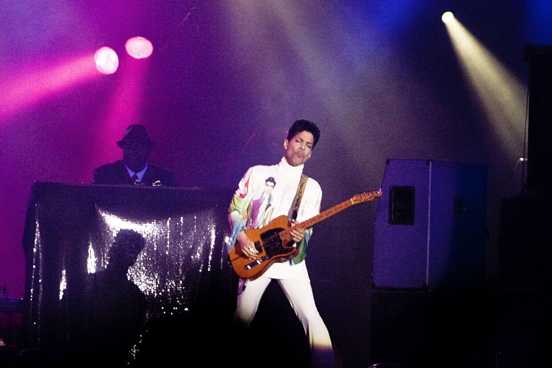 Prince fyrede den af med sange som 'Little red Corvette', 'Purple Rain' og '1999'