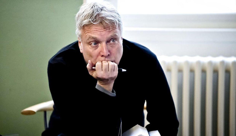 Kulturminister Uffe Elbæk er under mistanke for nepotisme.