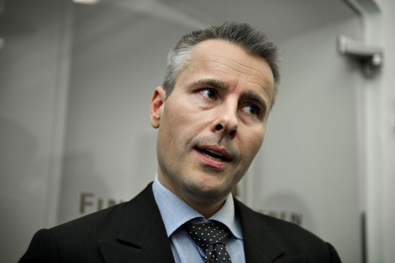 Socialdemokraternes politiske ordfører har kritiseret en række navngivne avis for at være for borgerlige, men det flytter ikke vælgere, vurderer eksperter.