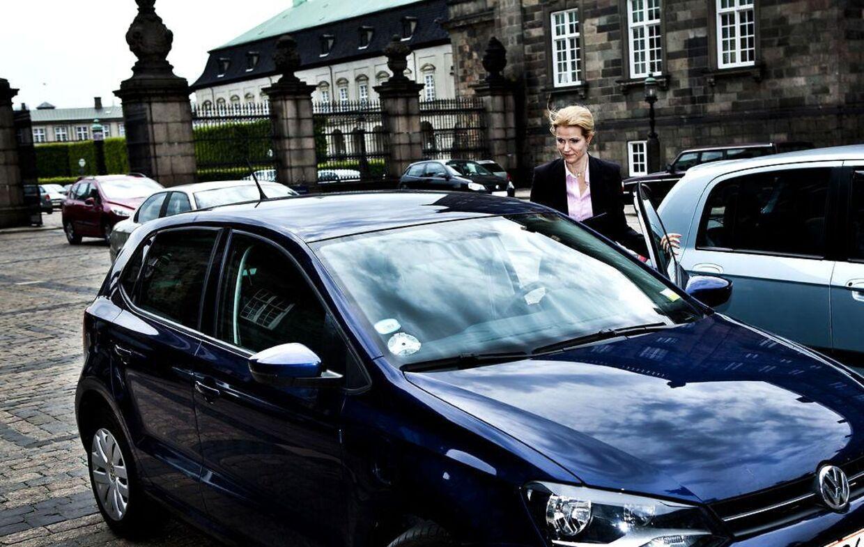 Helle Thorning-Schmidt har lejet denne mørkeblå Volkswagen 1,4 hos det tyske firma Fleggaard og slipper dermed for at betale dansk moms.