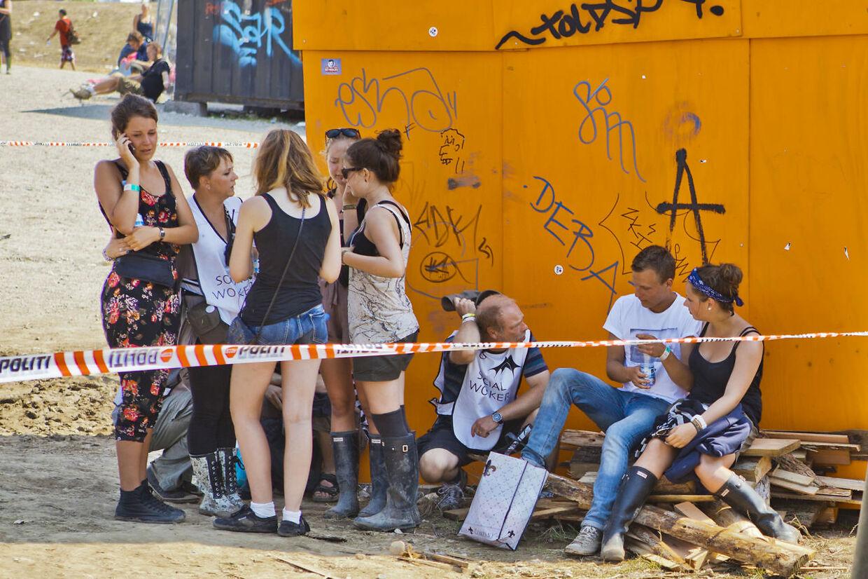 Folk er tydeligt påvirkede efter ulykken på Roskilde Festival.