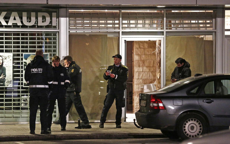 En ung mand blev fredag skudt og dræbt i Høje Gladsaxe. Både lørdag og søndag var der nye skudepisoder nord for København, og politiet undersøger nu, om der kan være en sammenhæng mellem dem.