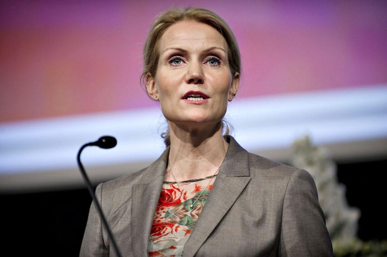 ARKIVFOTO 2011 af Socialdemokraternes formand Helle Thorning-Schmidt-- S-formand Helle Thorning-Schmidt siger ét og gør noget andet i udlændingepolitikken. Sådan lyder kritikken fra vennerne i de Radikale, der undrer sig over, at Socialdemokraterne og SF vil stemme for regeringens stramning af udvisningsreglerne, når Thorning for et halvt år siden afgav et løfte om at ophøre med at stramme udlændingeloven. Det skriver Berlingske. Se RB 22.06.2011 07:28. (Foto: Marie Hald/Scanpix 2011)