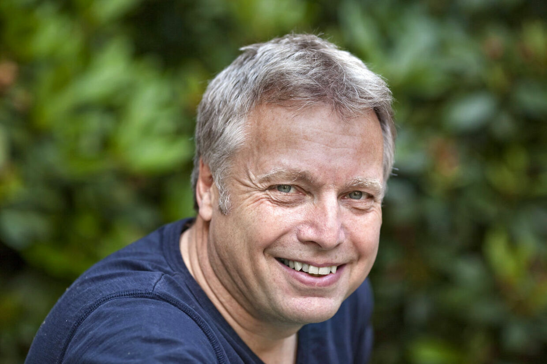 Kulturminister Uffe Elbæk (R) har flere gange støttet en artistskole i København med ialt 180.000 skattekroner. Elbæk selv har nær tilknytning til stedet - hans partner er ansat på skolen, som ministeren desuden i fire år sad i bestyrelsen for.