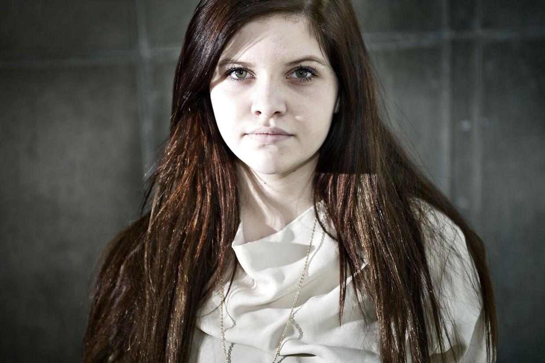 Line Larsen blev nummer to i X Factor. Hun knokler for at få sin plade på gaden, så hun kan mane de mange fordomme i jorden om, at ingen får succes af at være med i X Factor