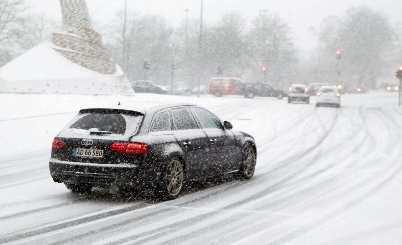 Årets første sne - her i Randers - mandag d.13. januar 2014. Selvom sneen er flot, gør den desværre også trafikken ekstra farlig. Billedet er ikke taget på ulykkesstedet.