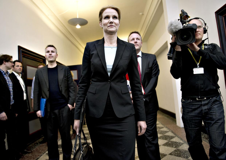 Socialdemokraternes formand Helle Thorning-Schmidt må indstille sig på at opgive sit løfte om at bevare efterlønnen ifølge flere S-borgmestre.