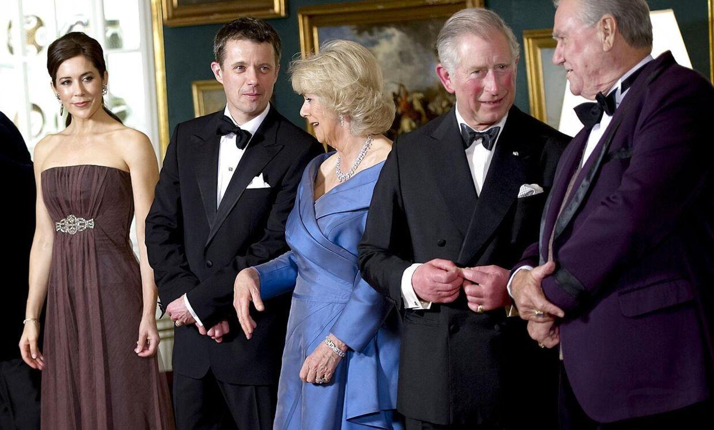 Kronprinsesse Mary, kronprins Frederik, hertuginden af Cornwall Camilla, prins Charles og prins Henrik før middagen på Amalienborg mandag aften d.26.marts 2012 i anledning af det britiske royale pars besøg i Danmark.