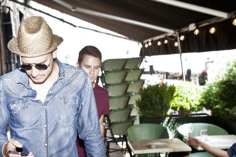 Nicklas Bendtner var tilbage i Københavns gader mandag, efter aftalen med Malaga gik i vasken hen over weekenden.