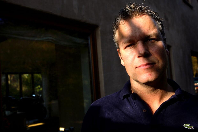 Mads Christensen har haft en hård uge med dødstrusler og tilråb på gaden efter han skrev en klumme i Ekstra Bladet om ofrene på Utøya i sidste uge.