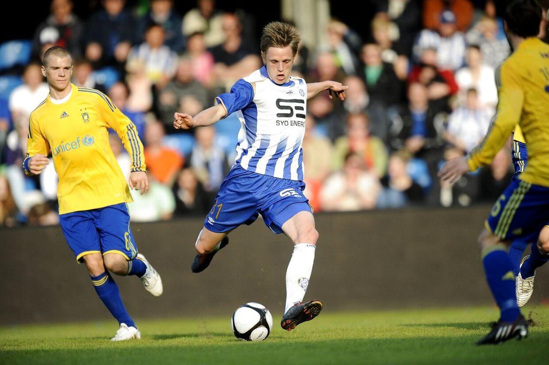 SAS Liga, Esbjerg fB - Brøndby IF (1-1). Esbjergs Søren Rieks med bolden på Esbjerg stadion søndag aften d.25.april 2010.