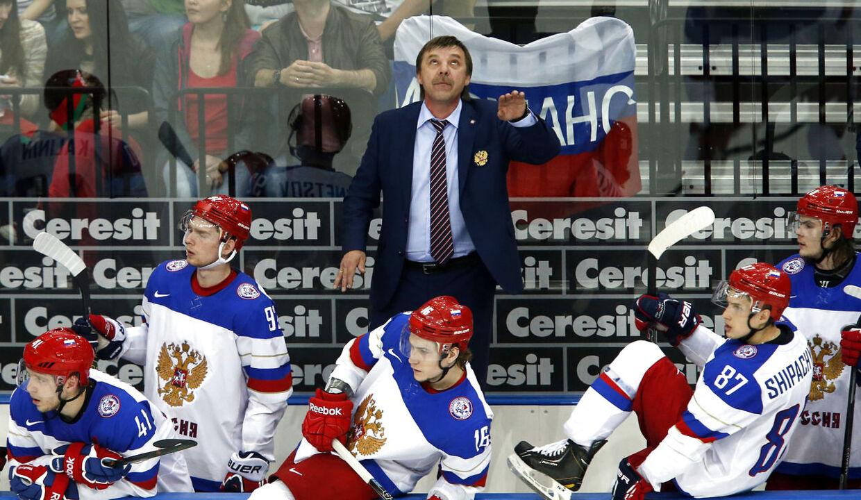 Ruslands cheftræner, Oleg Znarok, er en kontroversiel person, som deler vandene.