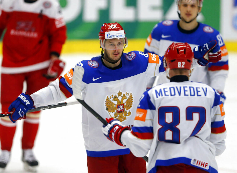 Yevgeni Dadonov fejrer sin scoring for Rusland mod Danmark. Selvom Rusland vandt 5-2, var der stor fremgang at spore i det danske spil efter blamagen mod Hviderusland tirsdag.