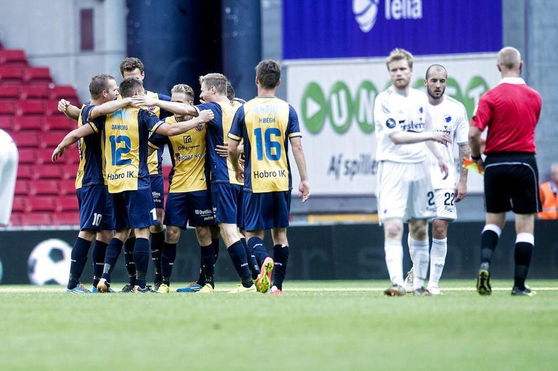 Hobrospillerne jubler efter kampen i Parken, som de vandt 0-3 over FCK.