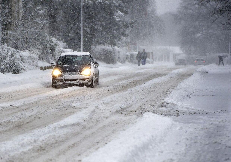 Sneen vælter stadig ned over Danmark og sender Falck på overarbejde. (Foto: Henning Bagger/Scanpix 2012)