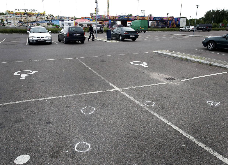 Urolighederne begyndte, da et opgør mellem to rivaliserende grupperinger i Odense-bydelen Vollsmose løb fuldstændig løbsk og en ung mand blev skudt i benet.