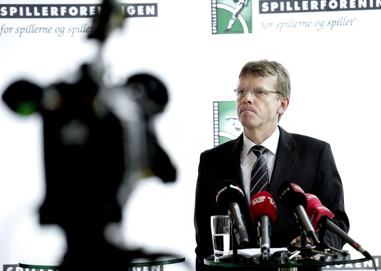 Spillerforeningens direktør, Mads Øland, orienterer her om feriepenge-sagen, som foreningen vandt over Divisionsforeningen.