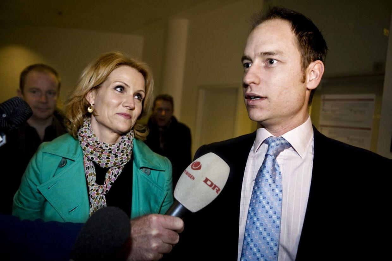 ARKIVFOTO 2008 af Helle Thorning-Schmidt og Steven Kinnock- - En landsdommer fra Vestre Landsret, en advokat og en jurist fra Københavns Universitet bliver de tre eksperter, der skal stå bag kulegravningen af den omstridte skattesag, hvor statsminister Helle Thorning-Schmidts (S) personlige skattepapirer blev lækket. Se RB 12.03.2012 12:08 (Foto: Uffe Weng/Scanpix 2012)