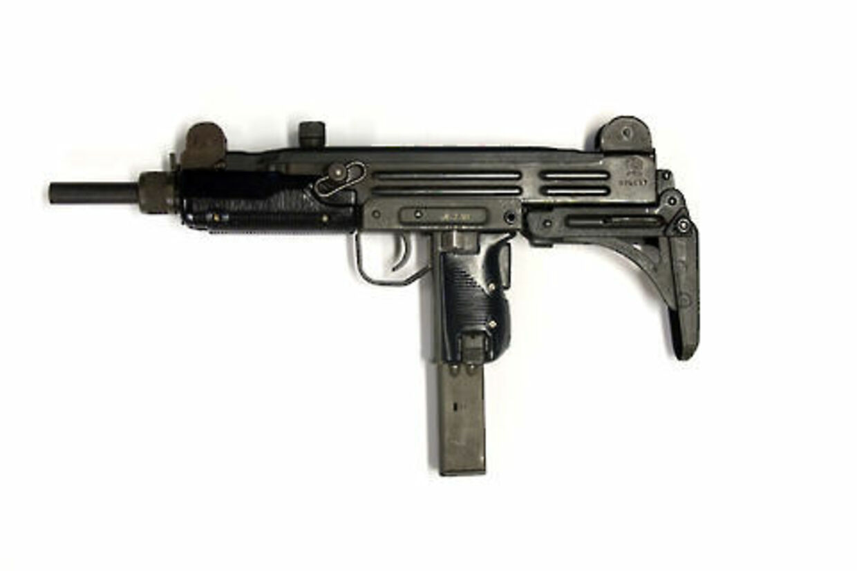 En UZI maskinpistol som denne blev fundet på en af de ransagede adresser.