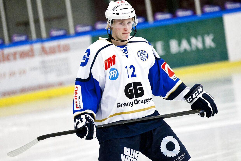 Emil Kristensen skal prøve kræfter med svensk ishockey.