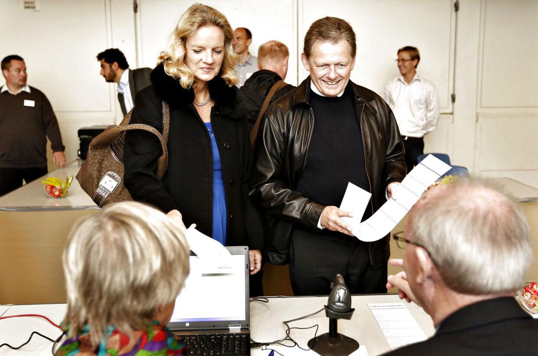 De Konservatives leder, Lars Barfoed og fru Vibeke afgiver deres stemme til Folketingsvalget den 15. September 2011 i Egedals Hallen i Kokkedal.