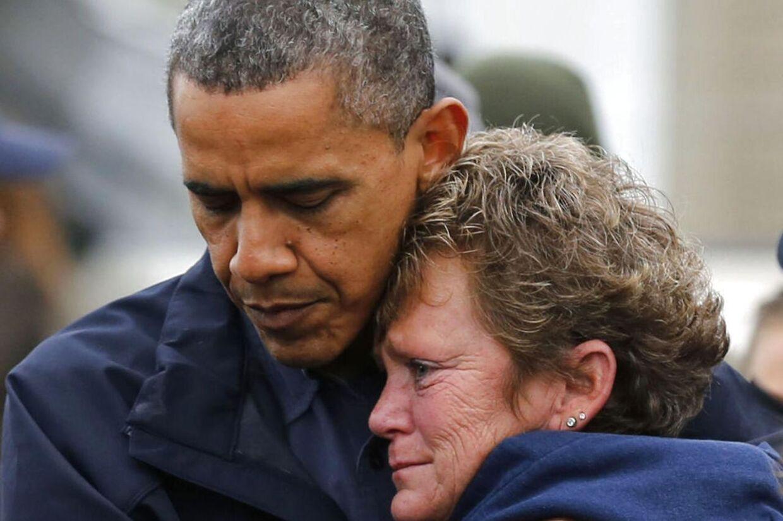 Billedet af præsident Obama, der giver Donna Vanzant et trøstende knus, kan ifølge en kommentator være med til at afgøre præsidentvalget.