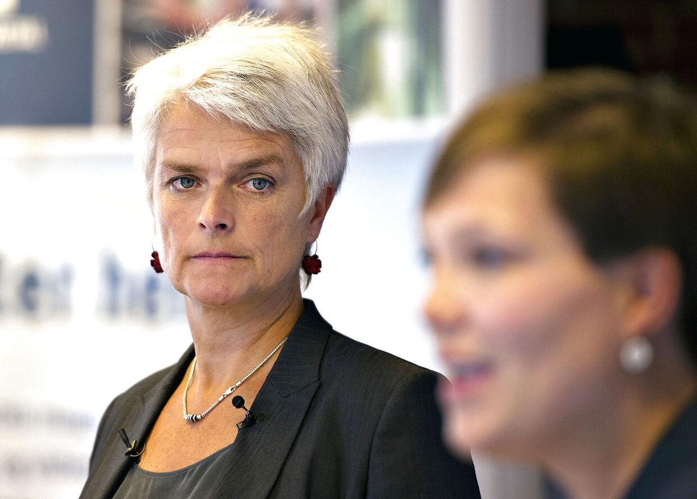 SF Formandsvalg. De to formandskandidater til SFs formandsvalg, Astrid Krag og Annette Vilhelmsen (bagerst).