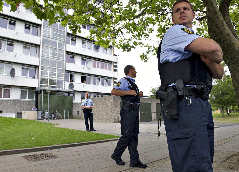 Politi i bydelen Vollsmose i Odense.