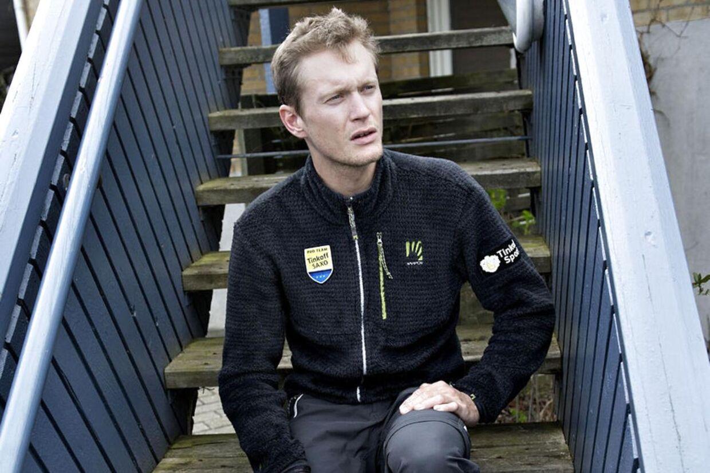 Matti Breschel er taget hjem til sin far i Køge, hvor han plejer sit lår, som han næsten ikke kan støtte på i øjeblikket.
