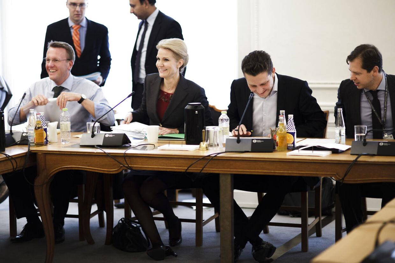 Helle Thorning-Schmidt og Morten Bødskov til åbent samråd om Sass-Larsen sagen TV mandag morgen den 24. september. (Foto: Michael Bothager/Scanpix 2012).