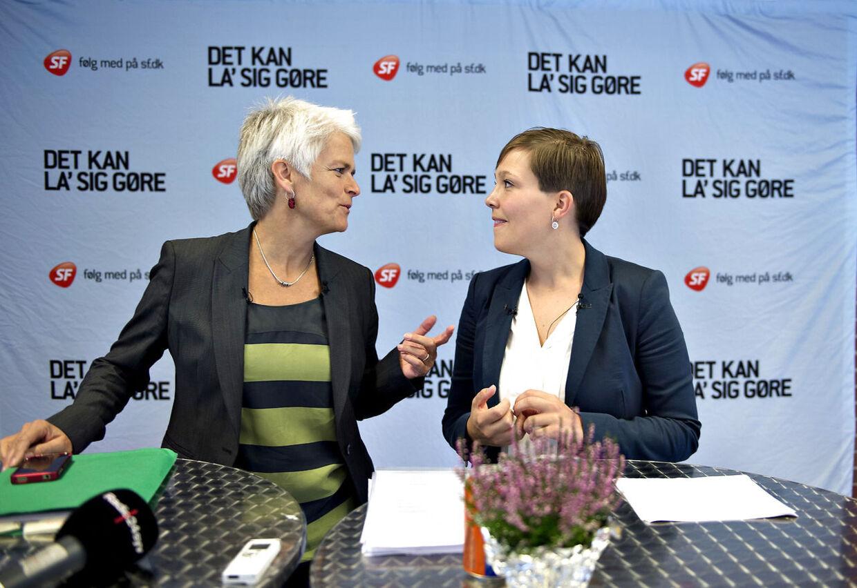 Kandidaterne til SFs formandsvalg, Astrid Krag (th) og Annette Vilhelmsen.