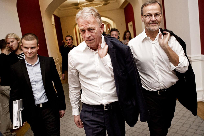 Ole Sohn (th.) står til en fyreseddel som minister. Her ses han sammen med skatteminister Thor Möger og udenrigsminister Villy Søvndal.