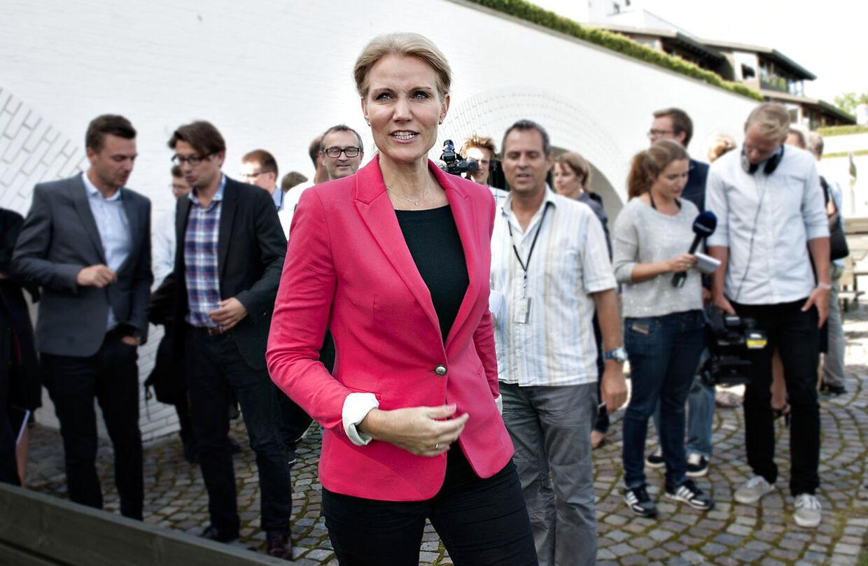 Statsminister Helle Thorning-Schmidt havde ikke andet valg end at dementere rygterne, mener to tidligere spindoktorer.