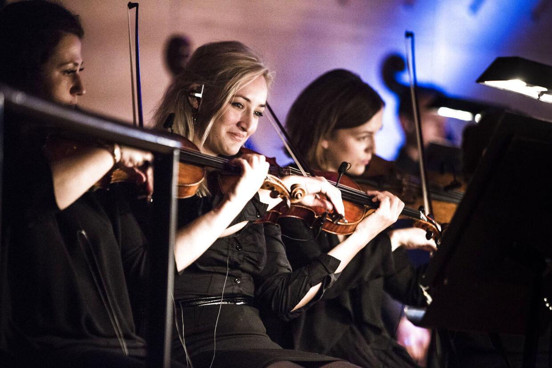 Når vi træder ind i 2015 er det slut med musik fra DR UnderholdningsOrkestret. Orkestret blev grundlagt i 1939.
