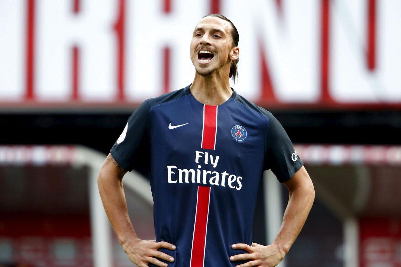 Zlatan Ibrahimovic medvirker selv på nationalhymnen, der har vundet ham en guldplade. Her ses han i PSG-trøjen i kamp mod Reims i Ligue 1 i september.