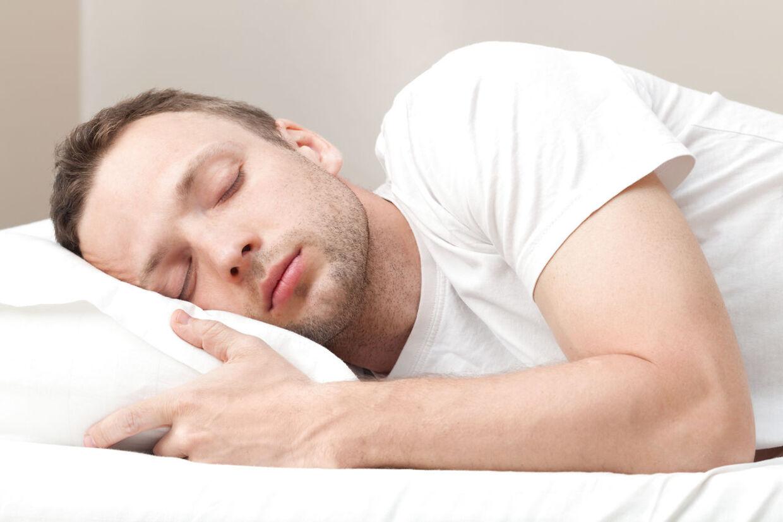 Et nyt amerikansk studie viser, at det er bedst for dit helbred at sove på siden.