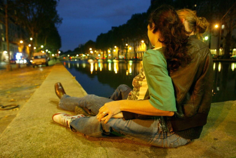 En ny, armerikansk undersøgelse viser, at mænd i højere grad end kvinder kan tilgive, at deres kæreste er utro med en af samme køn.