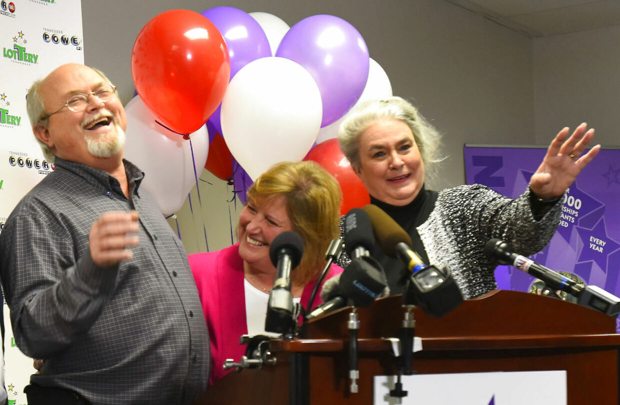 Powerball jackpot co-winners Lisa and John Robinson (L) of Munford, Tennessee and Tennessee Lottery President and CEO Rebecca Hargrove (R) attend a news conference at the headquarters of the Tennessee Lottery in Nashville, Tennessee January 15, 2016. The couple revealed on the TODAY television show that they held a winning ticket to claim their share of the $1.6 billion Powerball prize. REUTERS/Harrison McClary