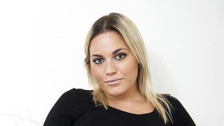Amalie er gravid med kæresten Mikkel.