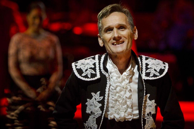 I årets Vild med dans har mange stemt på Allan Simonsen uden at se programmet og det vil TV2 nu forsøge at sætte end stopper for.