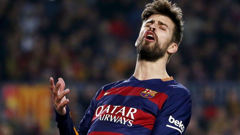Det var FC Barcelonas Gerard Piqué, der var tiltænkt som skydeskive for det indsmuglede grisehoved. Arkivfoto.