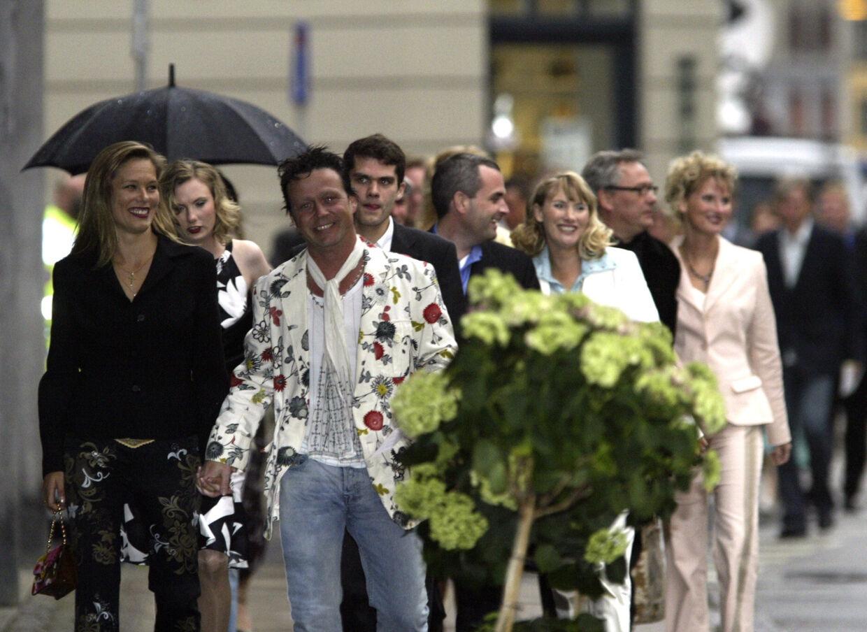 Til royal fødeslsdagsfest i Vega, København, inviteret af Kronprins Frederik og Kronprinsesse Mary. I baggrunden de tre komtesser af Rosenborg.Foto Mogens Flindt
