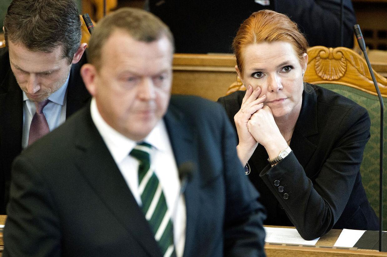 Venstres politiske ordfører Inger Støjberg siger, at partiformanden fuldt ud står på mål for de eksempler, han henviser til, når det handler om den manglende gevinst ved at gå på arbejde.