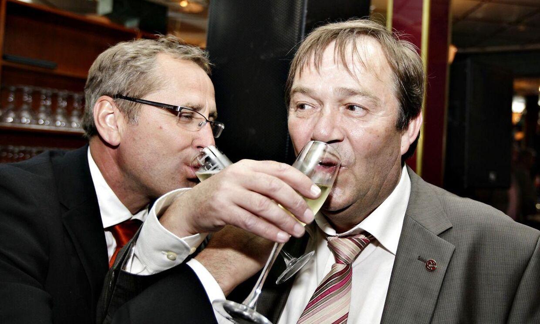 I 2008 vandt AaB guld med den nuværende svenske landstræner Erik Hamrén. Her ses han sammen med den tidligere AaB-boss Lynge Jakobsen (th.). Arkivfoto.