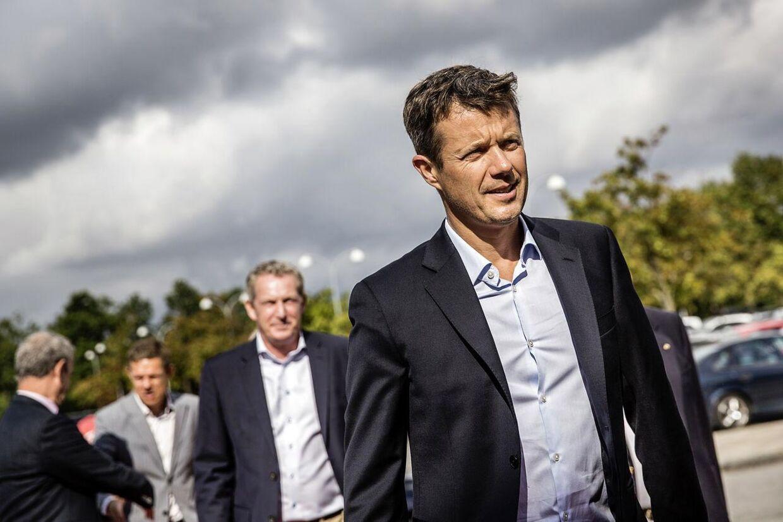 Kronprins Frederik kan trygt krydse Storebælt i weekenden, når han skal til DRs Sport 2015 i Herning. I modsætning til sidste år er der ingen tegn på, at Storebæltsbroen lukker.