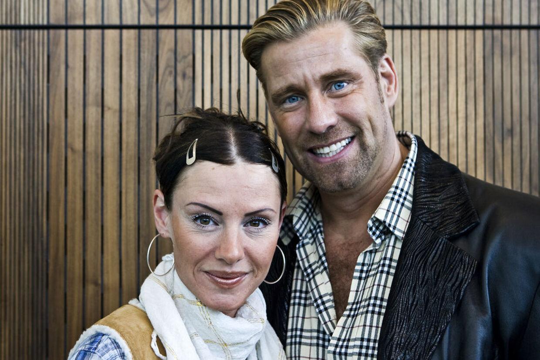 Ægteparret Maria og Michael Bjørnson er blevet ramt af en krise i forholdet. Michael anklages af Se og Hør for at være utro.