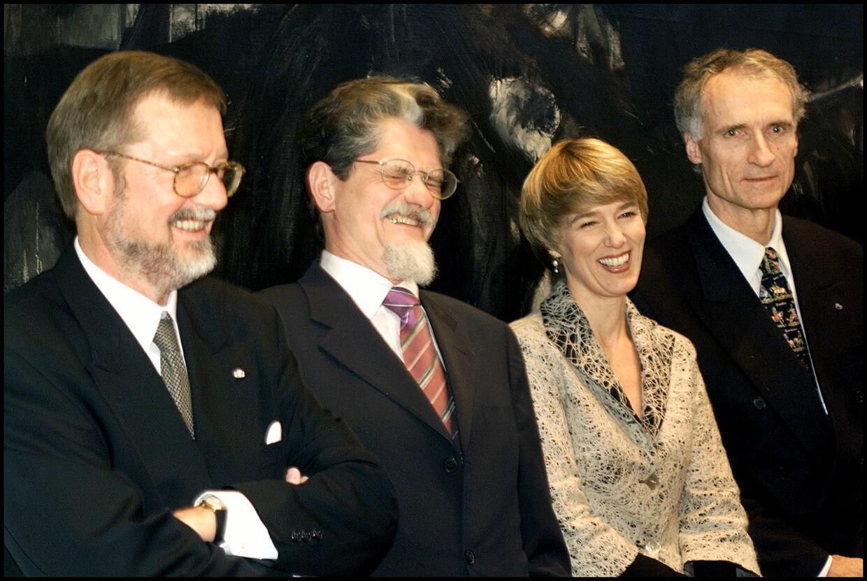 Her Per Stig Møller (tv), da han overtog udenrigsministeriet fra Mogens Lykketoft i 2001.