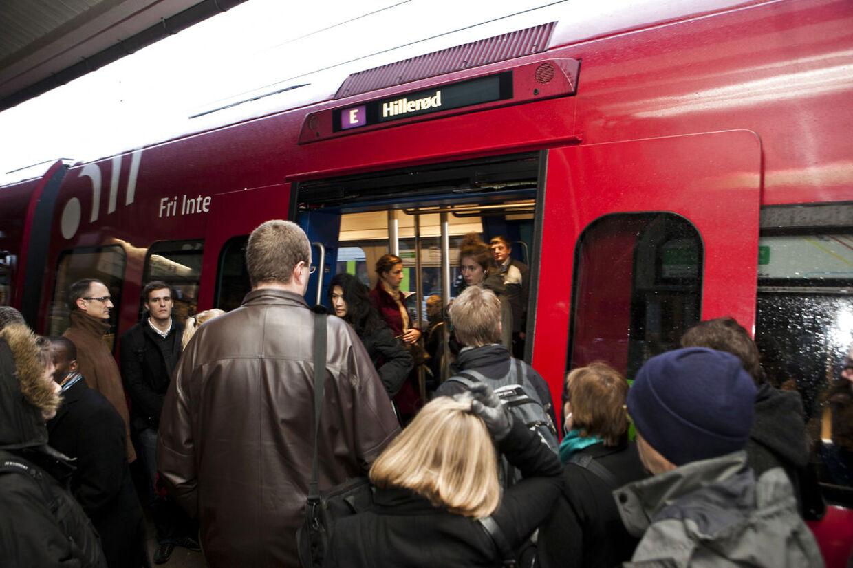 ARKIV- -Danskerne pendler længere og længere. Det er godt for arbejdsmarkedet, men skidt for foreningsliv og miljø. (Foto: Morten Germund/Scanpix 2012)