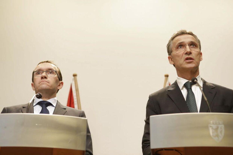 Statsminister Jens Stoltenberg og udenrigsminister Espen Barth Eide på dagens pressemøde om gidseldramaet i Alegriet.