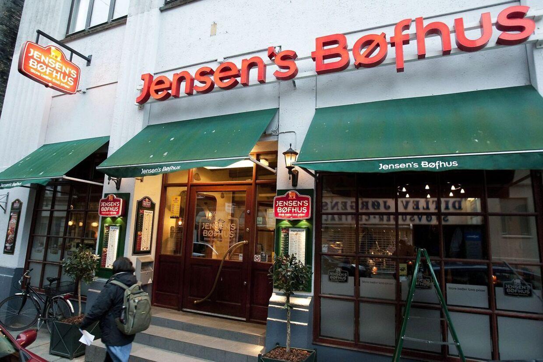 Jensen's Bøfhus er blevet bombarderet med kritik på sociale medier, efter at den kendte restaurantkæde fredag d. 19. september 2014 fik medhold i Højesteret i en sag om retten til at bruge navnet 'Jensens' mod en fiskerestaurant i Sæby.